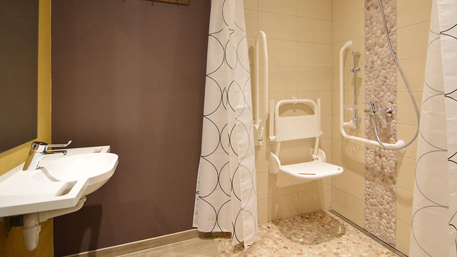 Langer Thuis In Eigen Huis Een Rolstoeltoegankelijke Badkamer 2